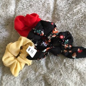 Claire's scrunchies (pack of 3)